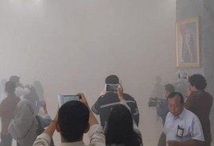 Panik Dan Kepulan Asap Di Gedung DPR Senayan