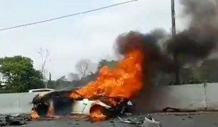 Penampakan Mobil Wakil Jaksa Agung Terbakar