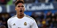 Bek Tangguh Real Madrid Merapat ke Setan Merah