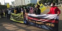 Wakil Ketua DPR Azis Syamsuddin Disebut 'Masuk Angin' Oleh Pendemo