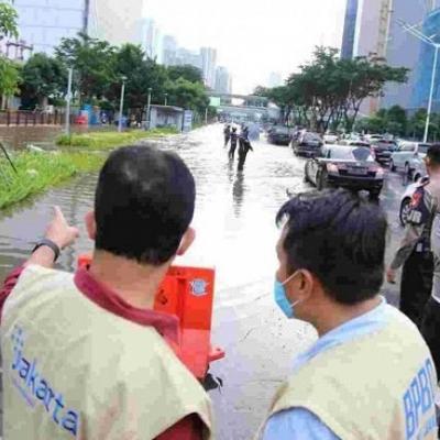 Luapan Kali Krukut Meluap Di Jalan Sudirman, Kedalaman Air Cuma 30 Cm