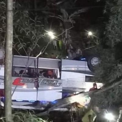 Bus Maut Masuk Jurang Di Sumedang, 26 TewasTerjepit