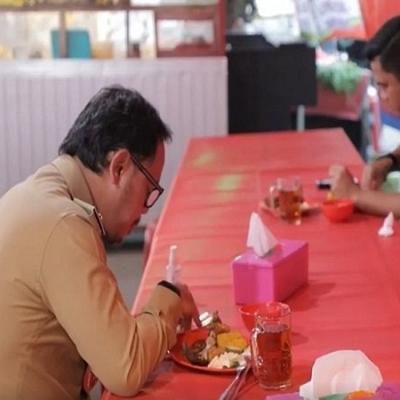 Makan 20 Menit Seperti Kesiangan Makan Sahur, Walkot Bogor Sindir Siapa Nih?