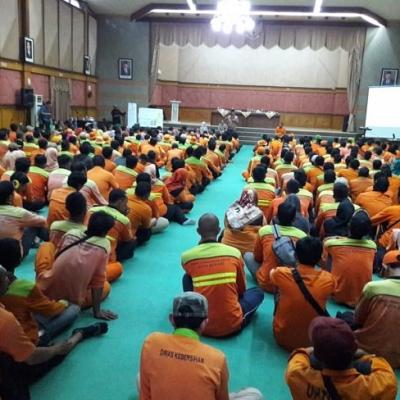 Wali Kota Bekasi Bina Aparatur DLH Di Balai Patriot