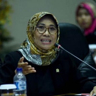 Di Senayan, Mas Menteri Nadiem Banjir Kritikan