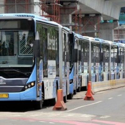 Tarif Parkir Naik, Orang Tajir Jakarta Dipaksa Naik Busway dan MRT